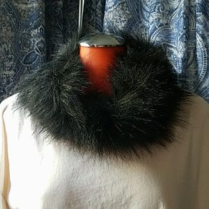 Accessories - Black faux fur scarf